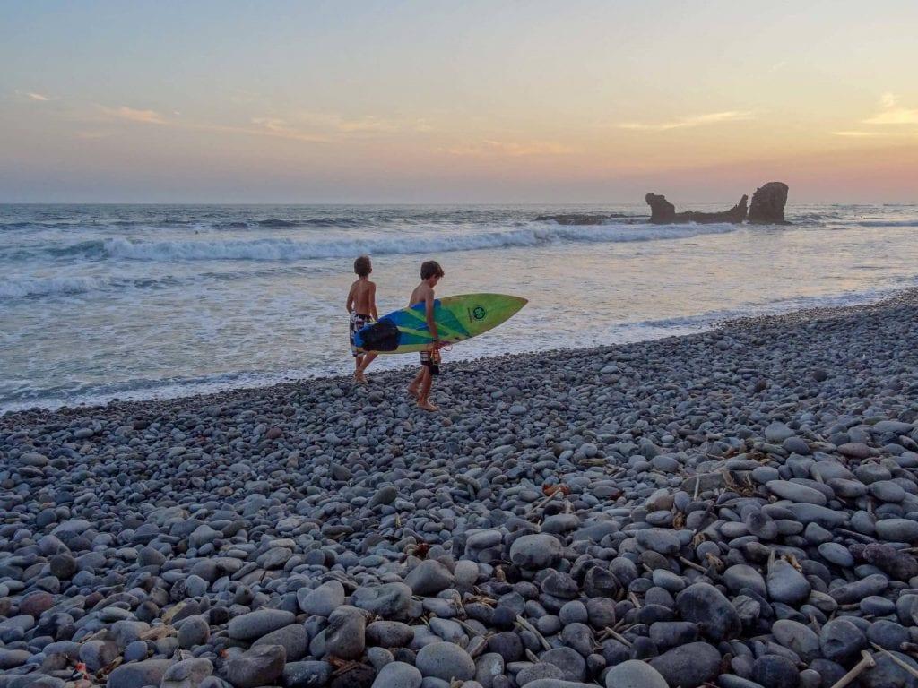 surfing, el salvador, boys