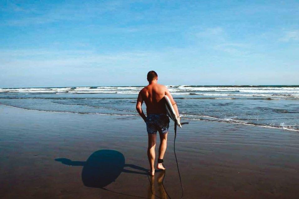Surfing in El Cuco, our el salvador travel guide