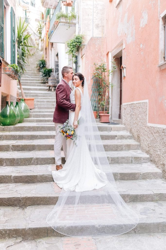Couple posing in Monterosso old town