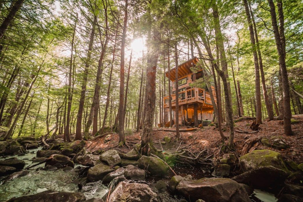 If you fancy a glimpse inside some of the most scenic airbnbs in the United States then this blog is for you